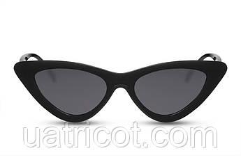 Женские солнцезащитные очки лисички в черной оправе с черными линзами