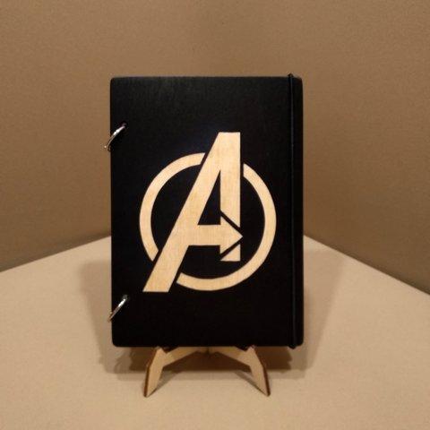 Деревянный блокнот M (А5 формат). Скетчбук Avengers. Блокнот с деревянной обложкой Мстители МАРВЕЛ
