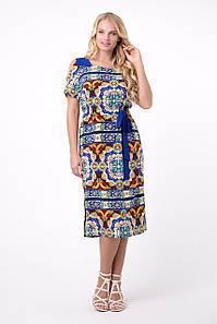 Женское платье прямого кроя с оригинальным принтом, 50-56