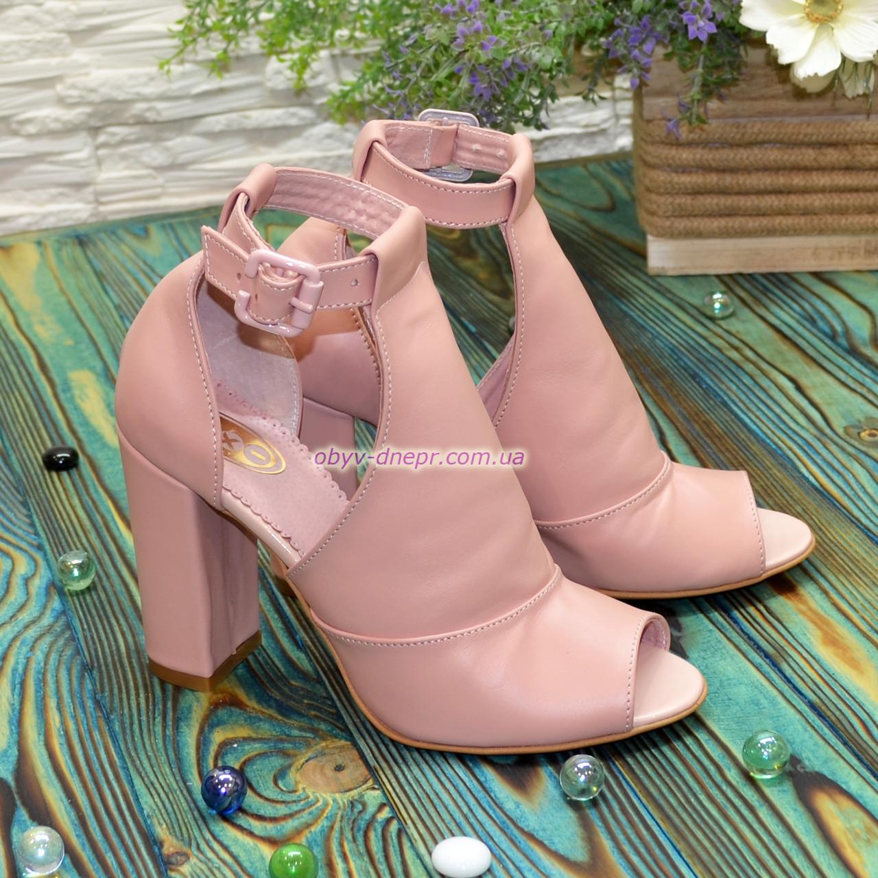 Женские кожаные босоножки на устойчивом каблуке, цвет пудра