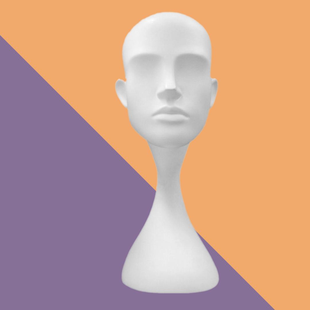 Голова женская белая глянцевая без лица абстрактная