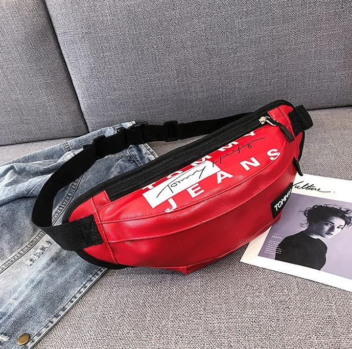 Женская поясная сумка на пояс из экокожи Tommy Jeans красная