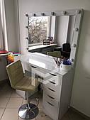 Гримерный стол визажиста на 2 тумбы с подсветкой и стеклом на столешнице