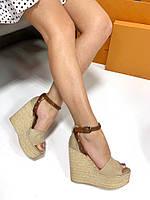 Босоножки Stefani ремешок с шипами на плетеной танкетке бежевые