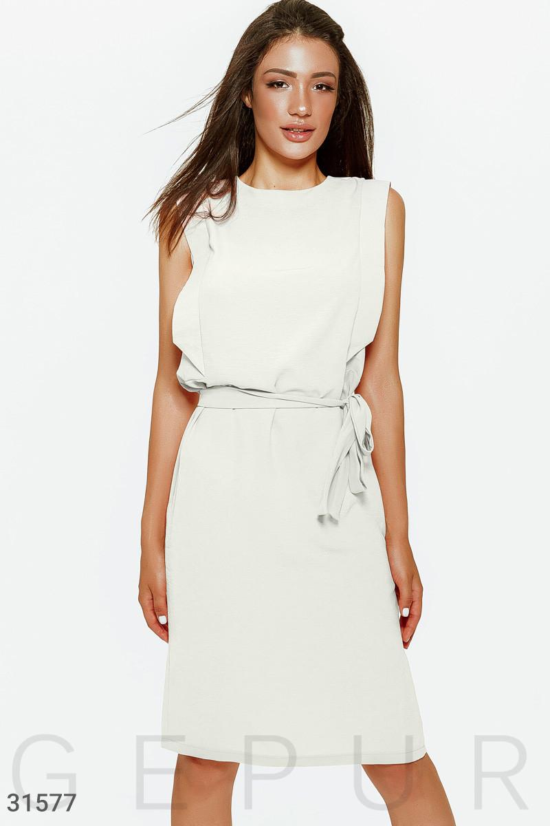 Летнее платье миди с поясом молочное