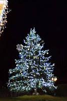 Новогоднее оформление елки, украшение уличных высоких елок, гирлянды, снежинки, бабочки на елку