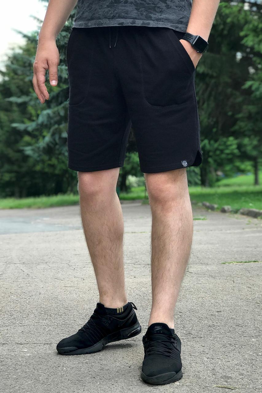 Черные трикотажные шорты в спортивном стиле