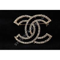 """Женская брошь """"Chanel"""" золотистого цвета с белыми камнями фианитами"""