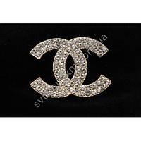 """Оригинальная женская брошь """"Chanel"""" золотого цвета с белыми фианитами"""