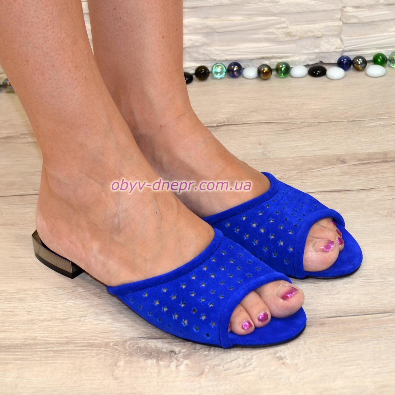 Женские замшевые шлепанцы на маленьком каблуке, цвет электрик