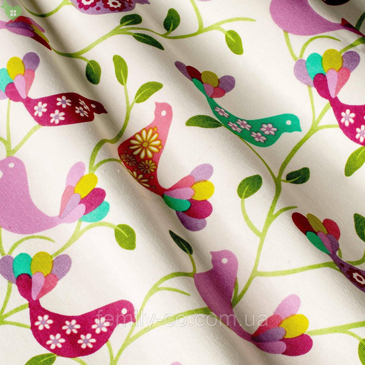 Декоративная ткань с розовыми и сиреневыми птичками белого цвета Турция 81228v2