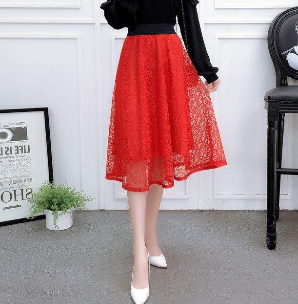 Женская длинная ажурная юбка на подкладке красная