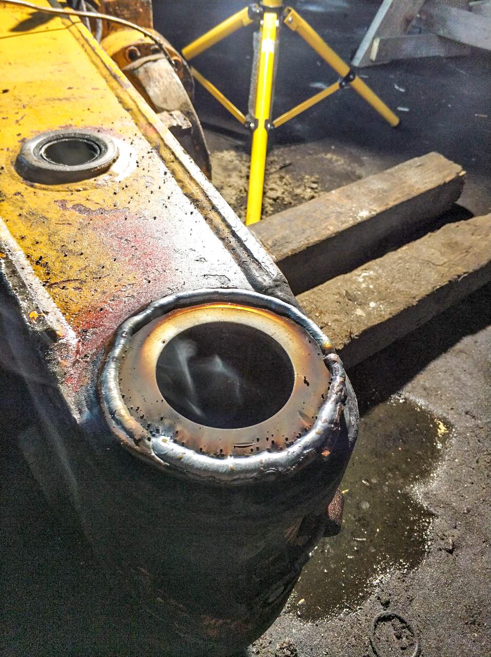 Наплавка отверстий, ремонт проушин экскаваторов и другой техники.