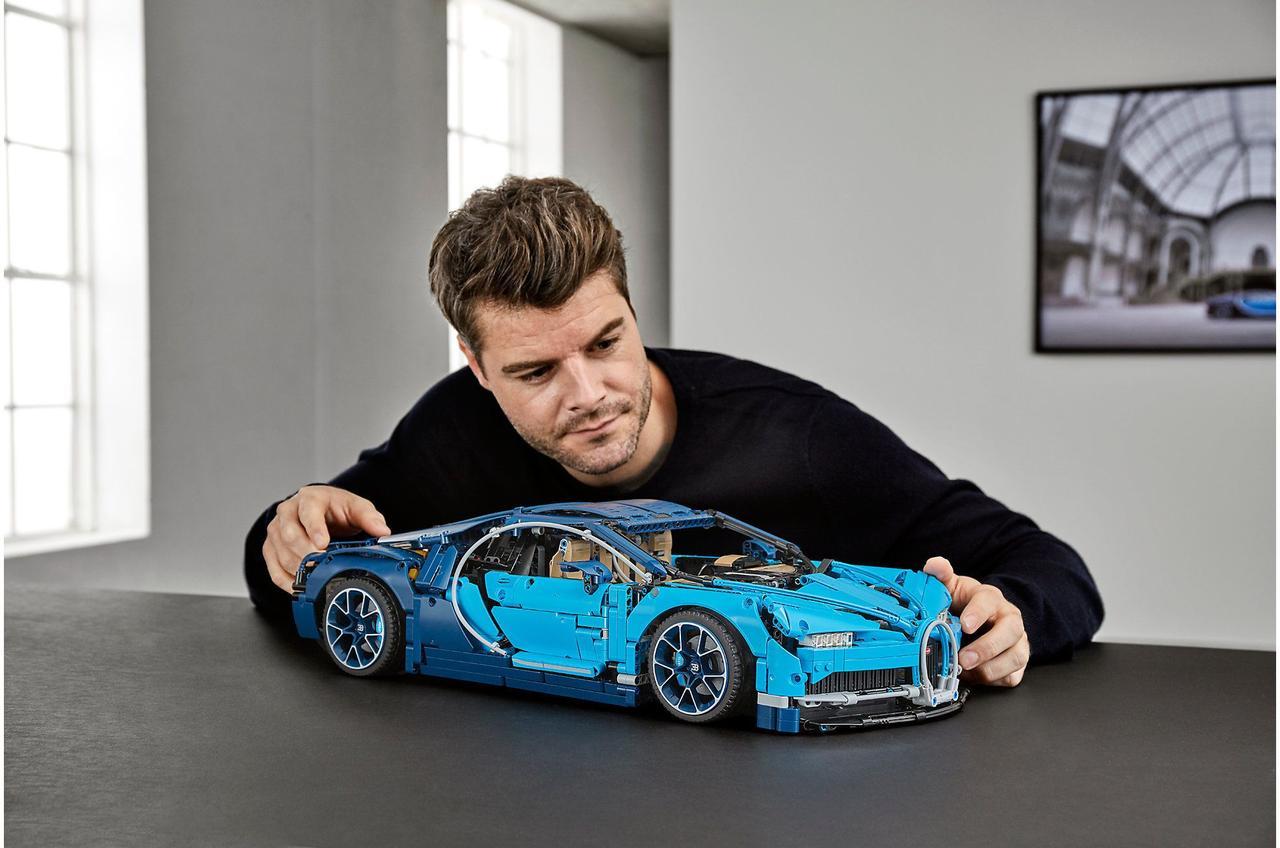 Конструктор ЛЕГО BUGATTI CHIRON Technic LEGO 42083