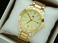 Кварцевые наручные часы Tommy Hilfiger золотого цвета, календарь