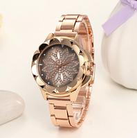 Наручные кварцевые женские часы в золотом цвете с стальным браслетом