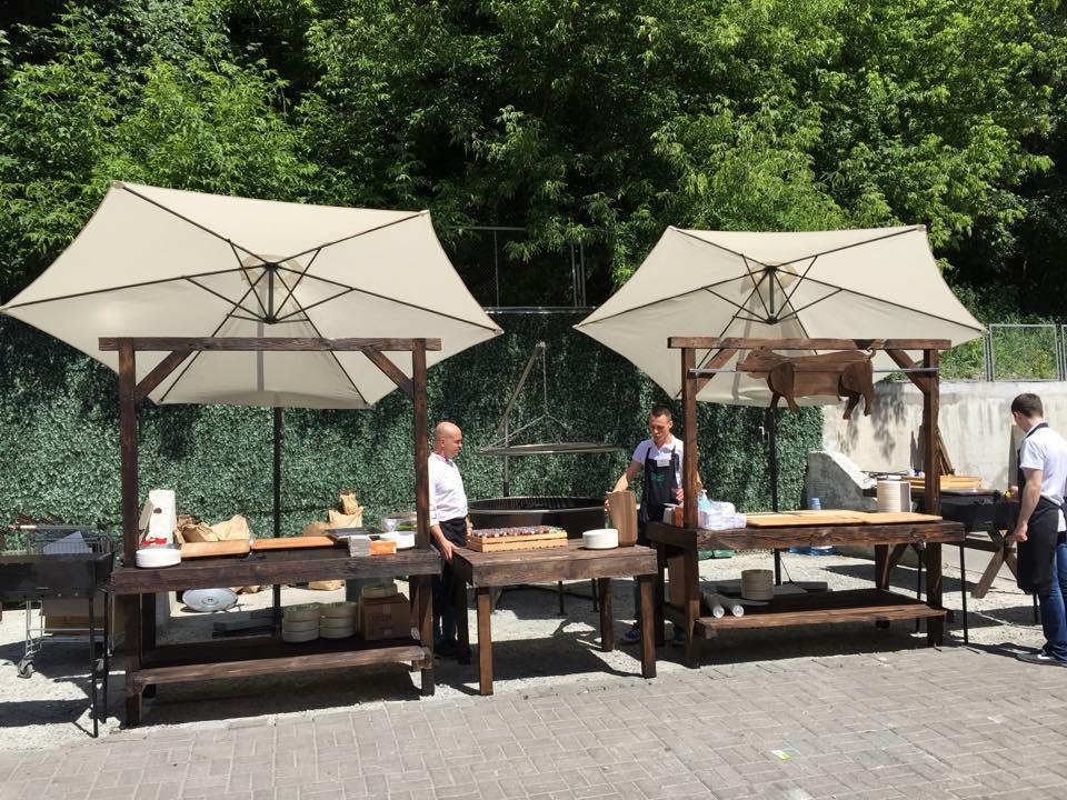 Лучшее вино и мясо в тени наших зонтов. Аренда зонтов 3.5 м. с боковой консолью и 3м. с центральной опорой 8