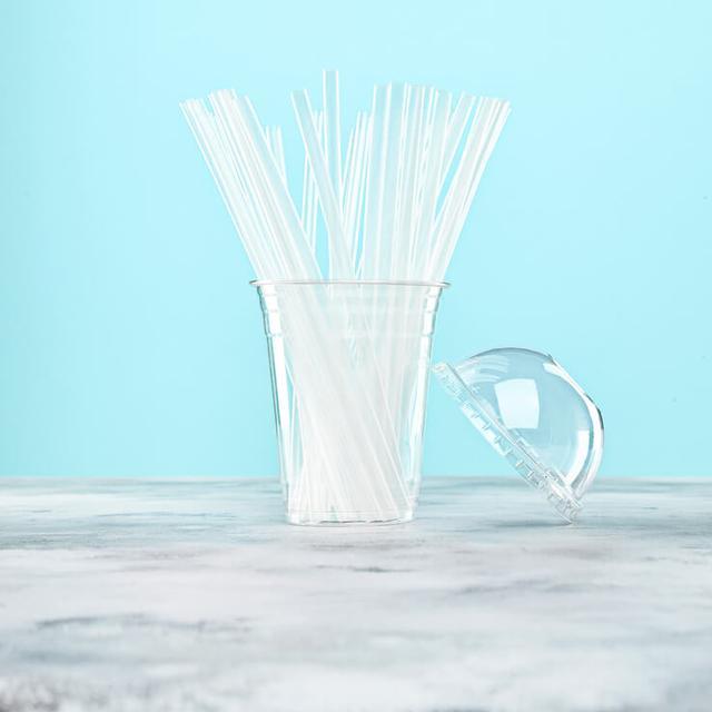 Пластиковые трубочки для напитков фото
