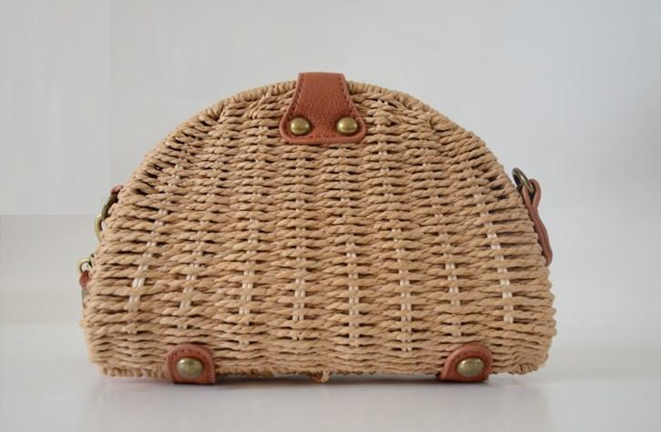 Женская маленькая соломенная сумка через плече коричневая