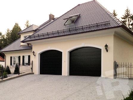 Секционные ворота для гаража Ryterna с центральной полосой
