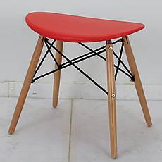 Табурет с пластиковым цельнолитым сиденьем и деревянными ножками Kris, фото 3