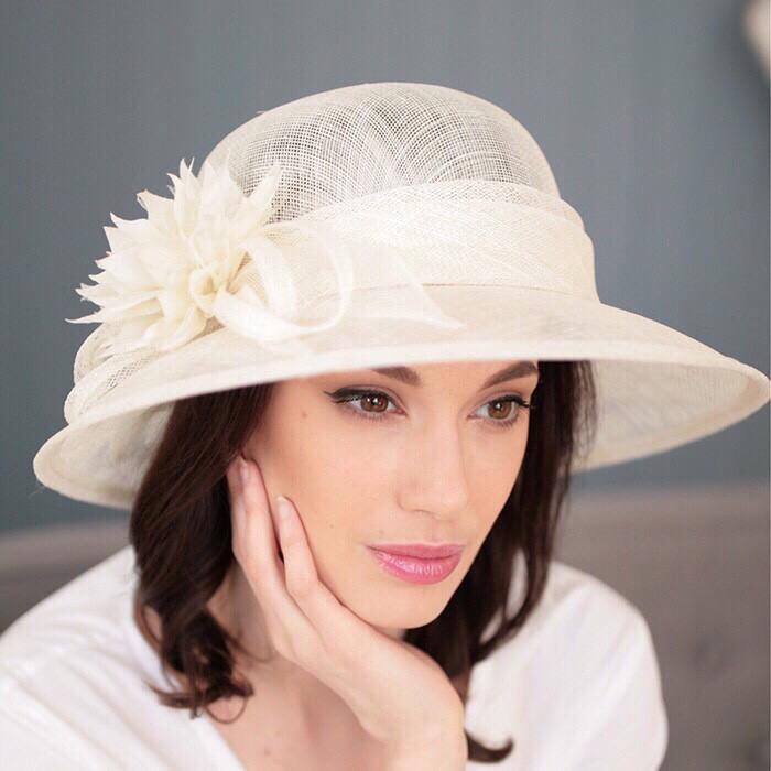 Шляпа  с полями 10 см из натуральной соломки синамей размер  55- 59 см