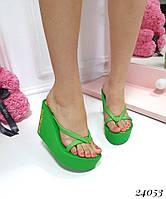 Шлепанцы Juicy Couture Буквы на танкетке зеленые. Аналог