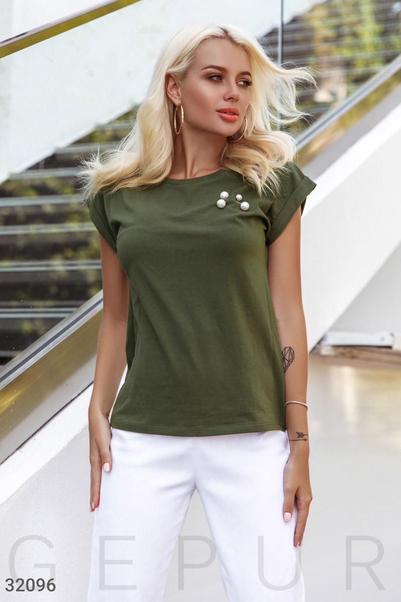 Женская футболка с брошью цвета хаки