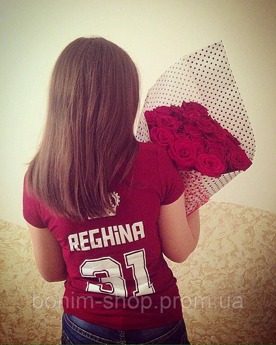 Красная женская футболка с именем, короной и номером