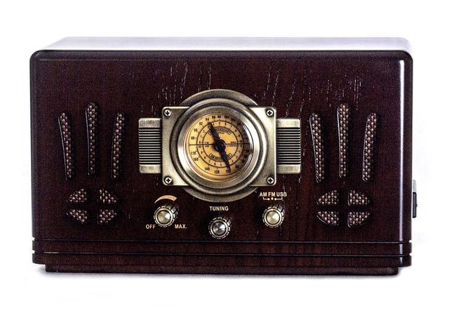 Радиоприемник в стиле ретро Де Голль