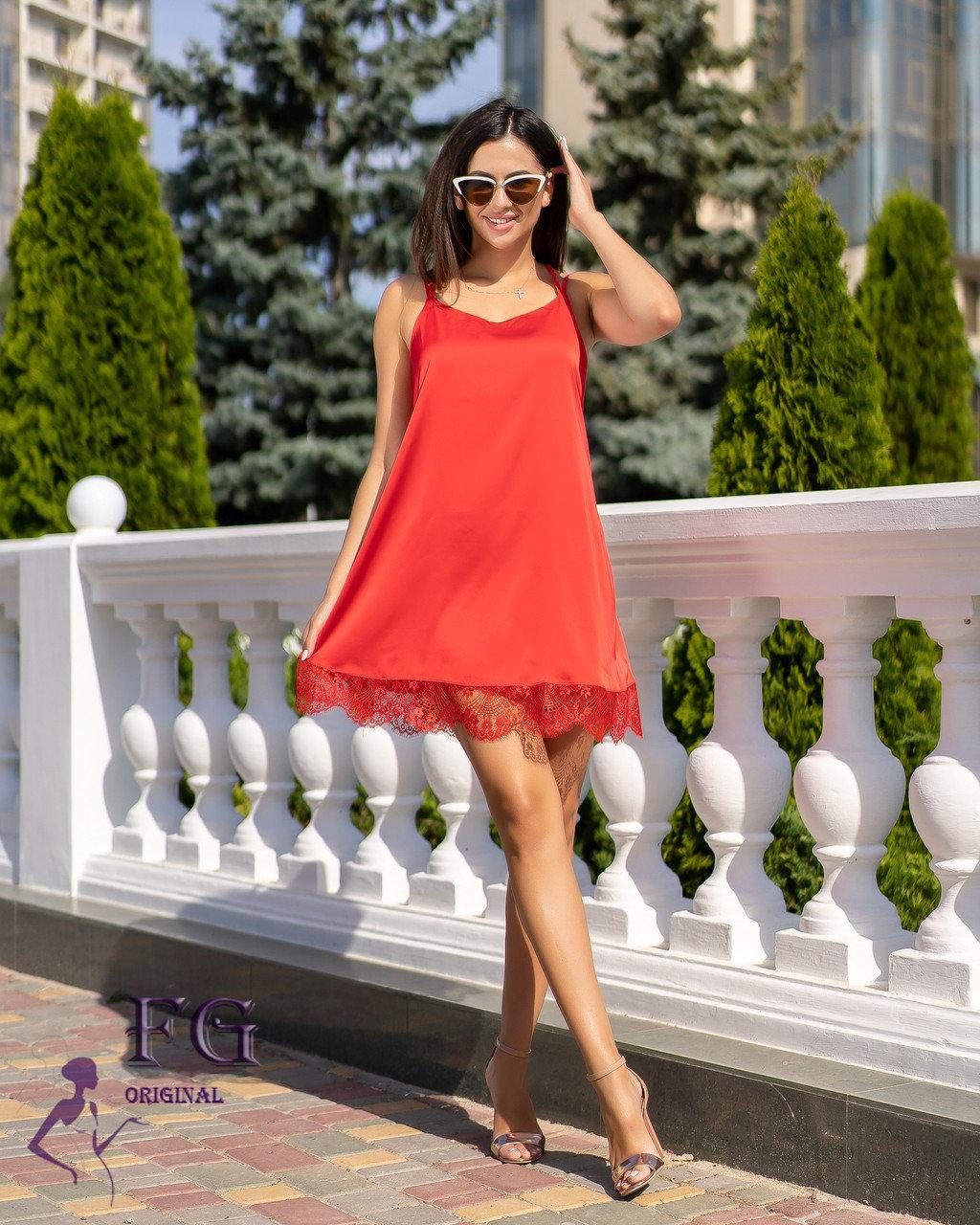 Летнее свободное платье на бретелях  с кружевом красное
