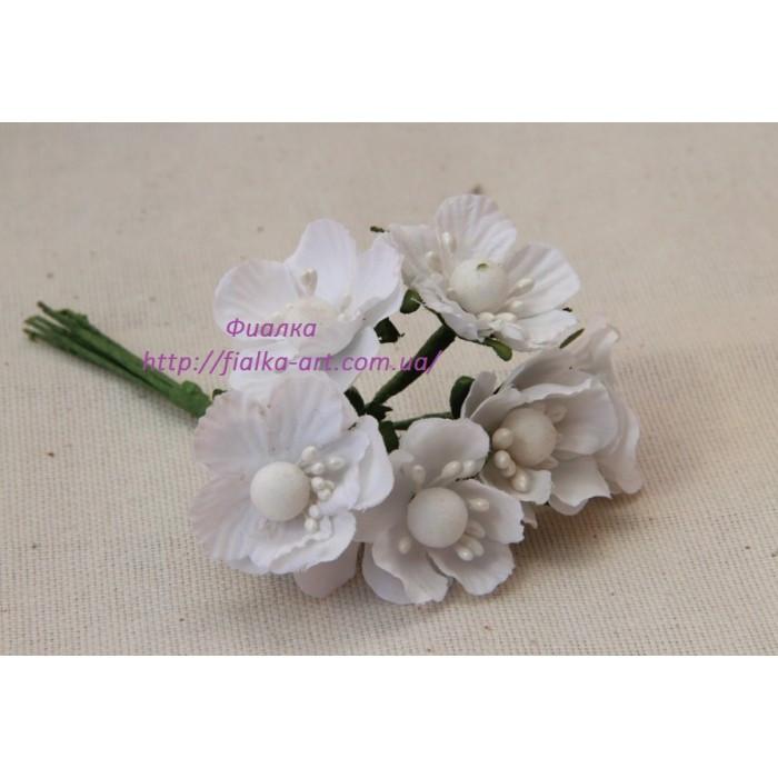 Цветы яблони маленькие ,  белые     60 шт