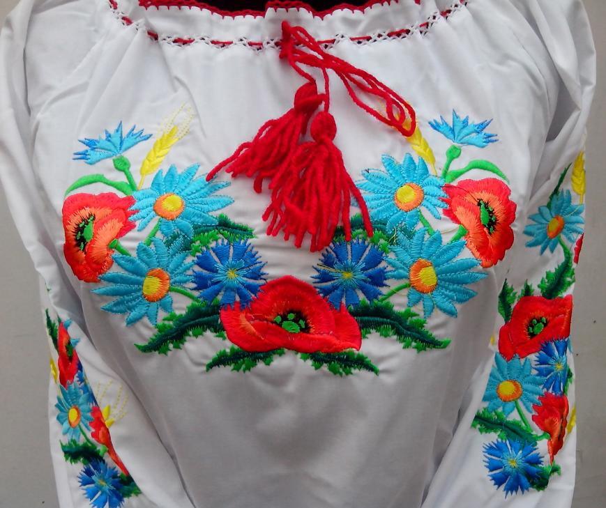 Дитяча вишиванка вишита квітами опт 230 грн