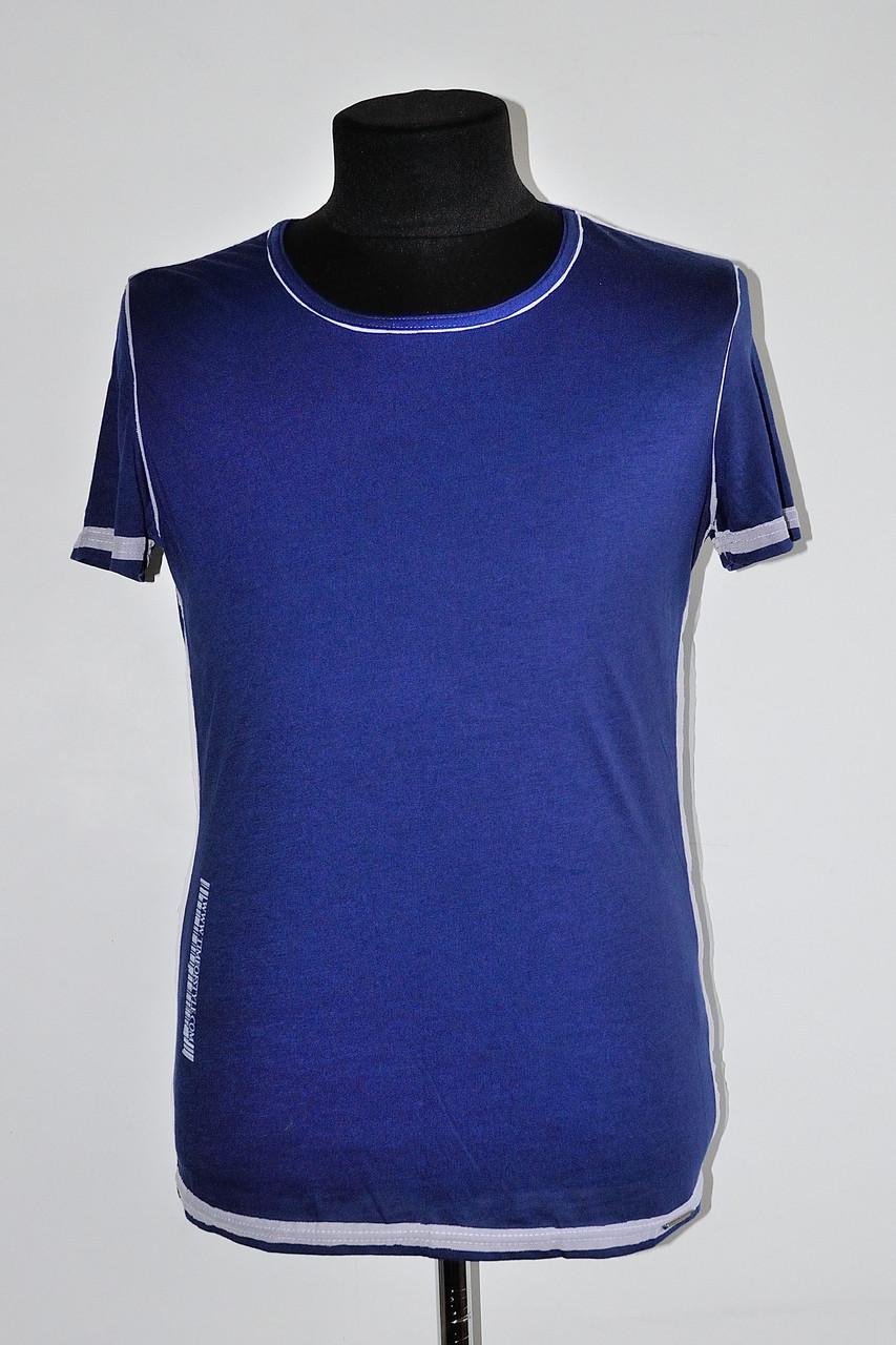 Стильна чоловіча футболка з широким вирізом синя