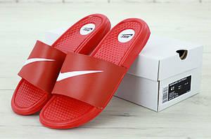 Сланцы Nike красного цвета