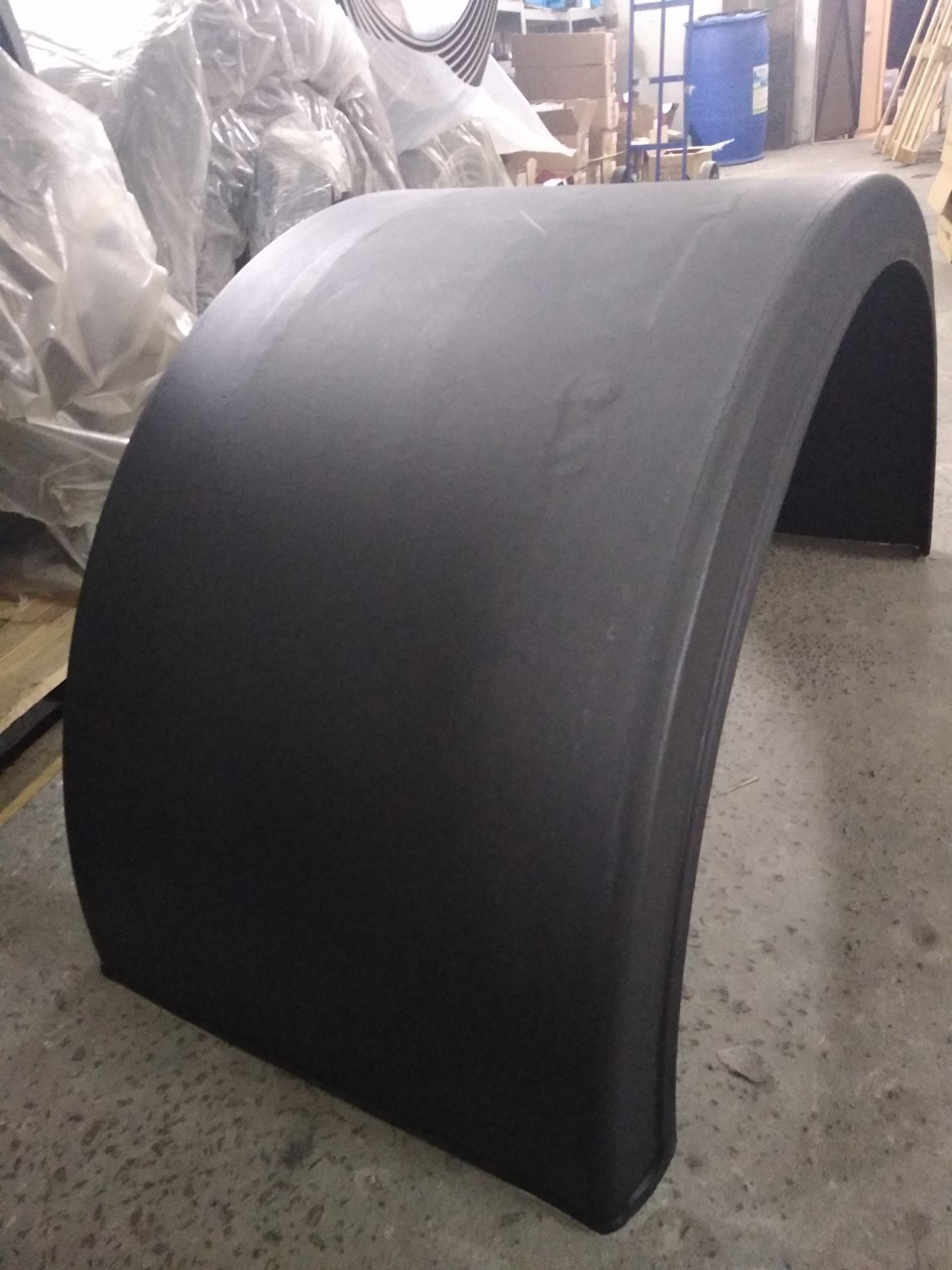Крыло пластиковое, универсальное для грузовика, на заднюю ось, под спарку: 630( ширина ) X 2100 (длина) x 1335