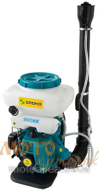 Опрыскиватель садовый Sadko GMD-4214 бензиновый, для сухих и жидких смесей.