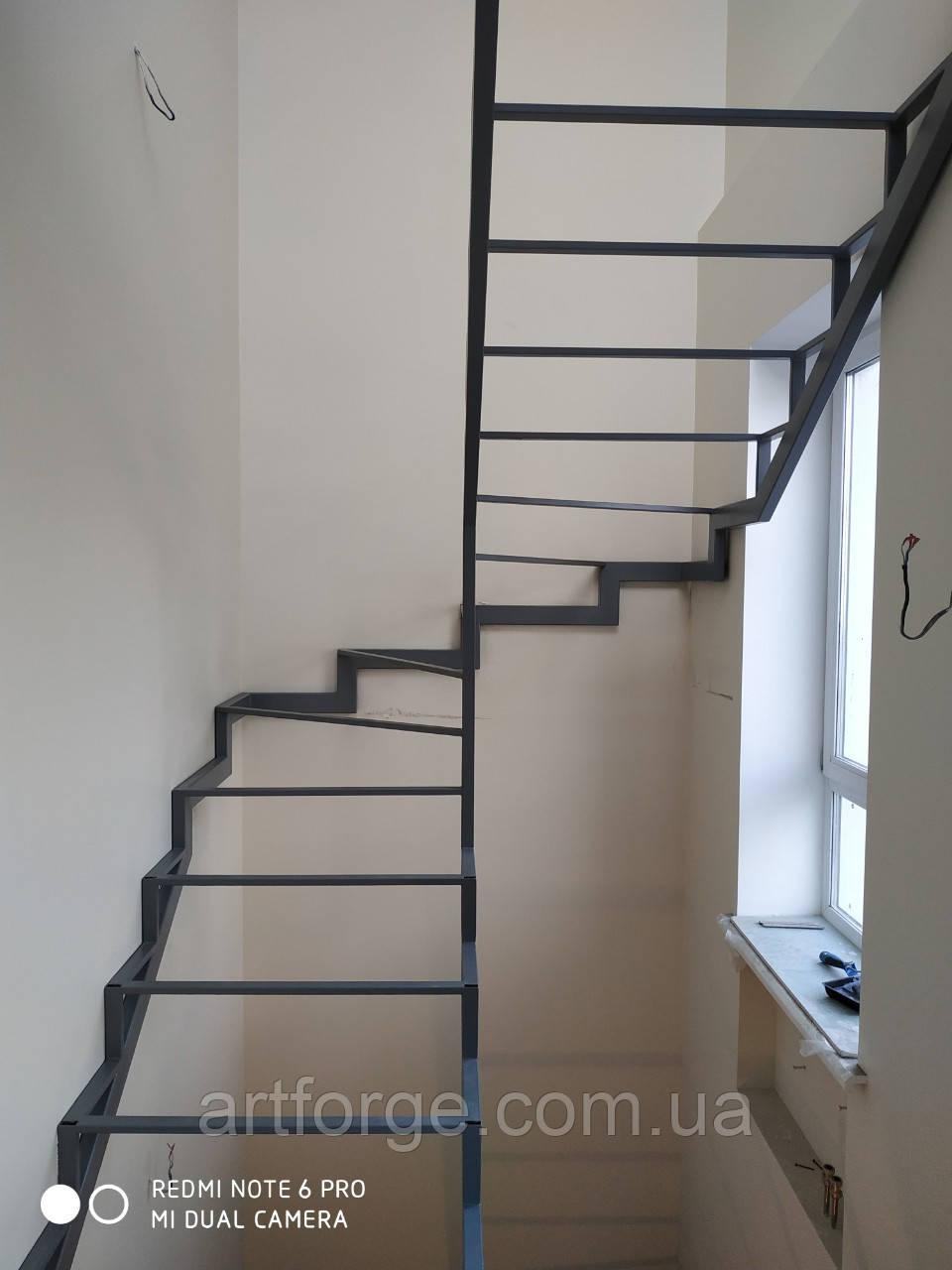 Лестница из металла. Универсальный каркас лестницы.