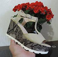 """Женские босоножки на высокой платформе """"COBRA""""."""