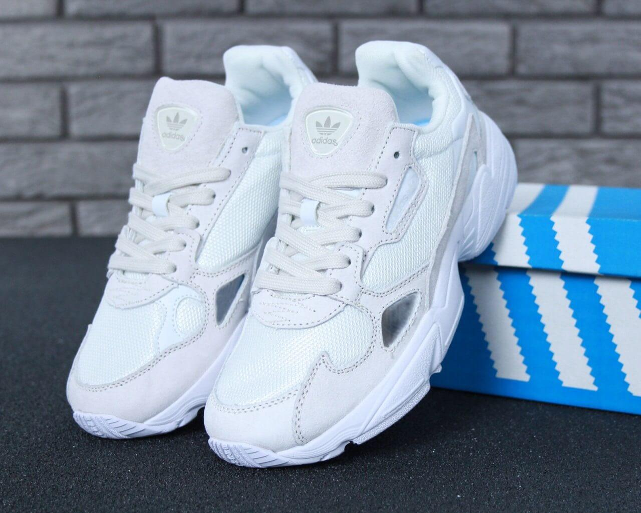 Женские кроссовки Adidas Falcon White Suede (Адидас Фалькон белые)