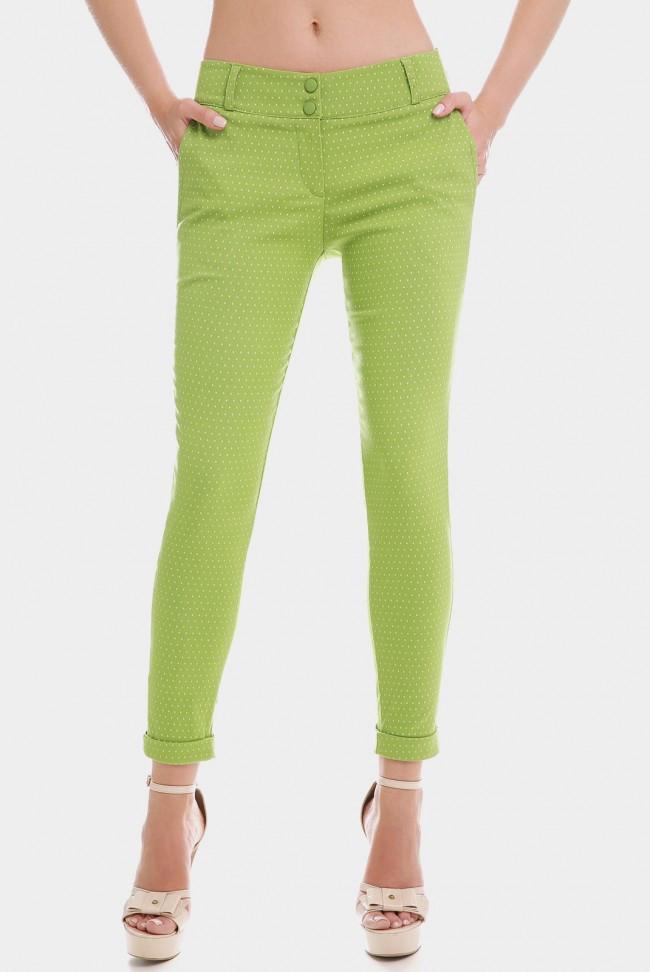 Укороченные зеленые женские брюки 7/8 с манжетами в мелкий горошек