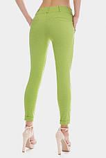 Укороченные зеленые женские брюки 7/8 с манжетами в мелкий горошек, фото 2