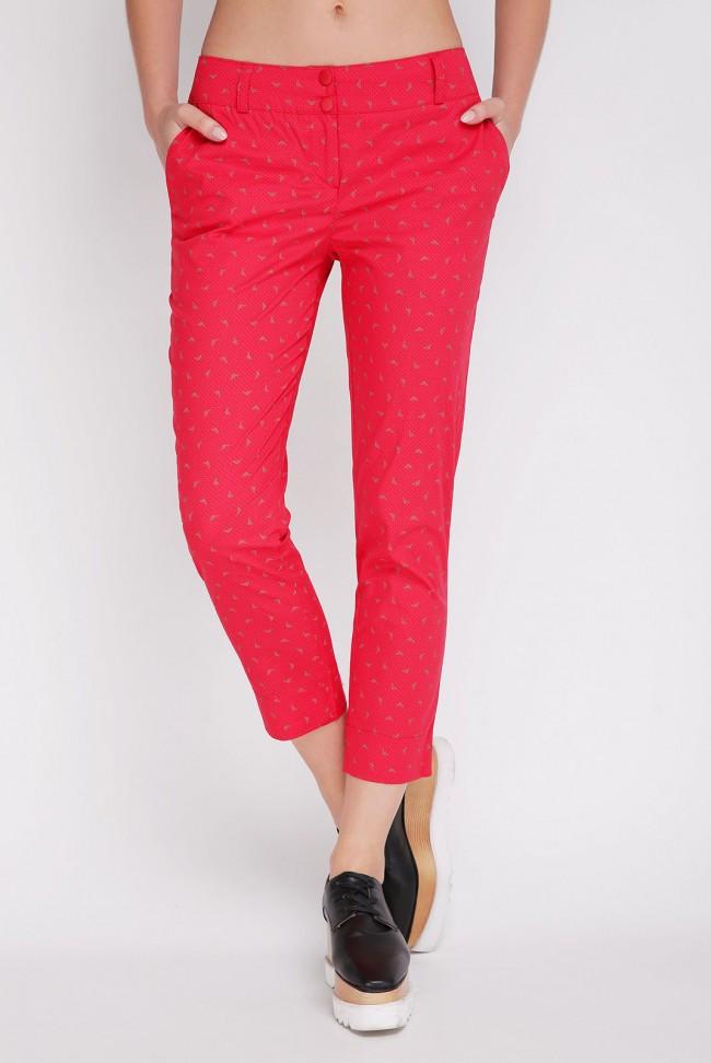 Укороченные красные женские брюки на лето