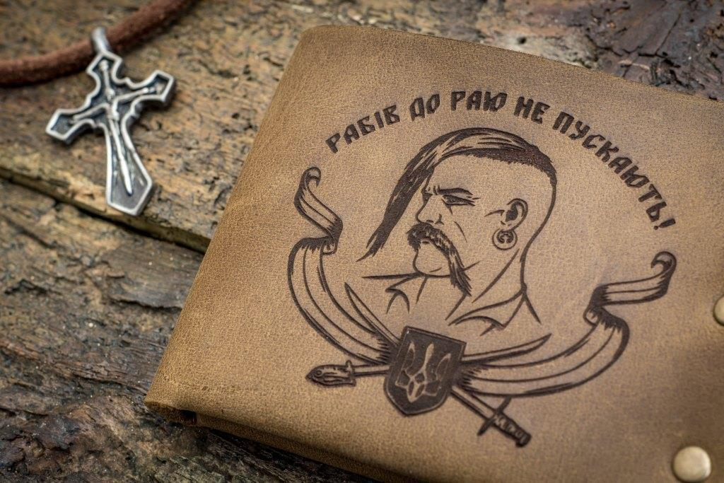Мужской кожаный кошелек ТатуНаКоже, козак