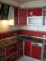 Изготовление кухни с пластиковыми фасадами в алюмюминивом профиле под заказ