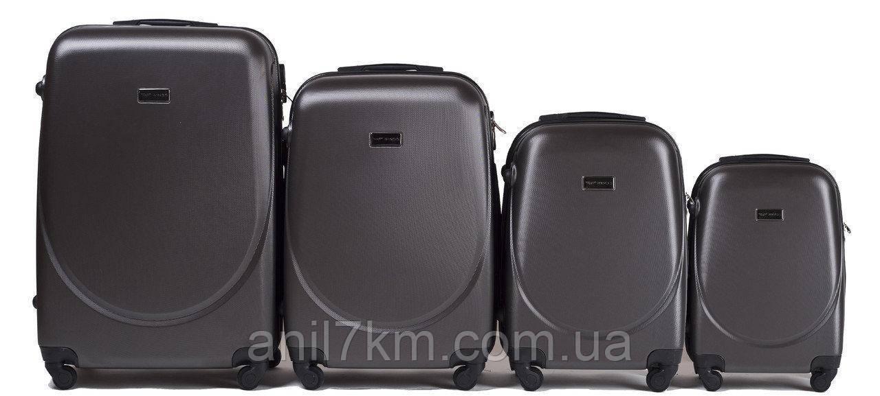 Комплект 4-ка пластикових валіз на чотирьох колесах