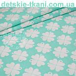 "Лоскут ткани ""Клевер"" с белыми цветочками  на мятном фоне № 1000, фото 2"
