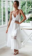 Легкое летнее платье с кружевом на тонких бретелях.