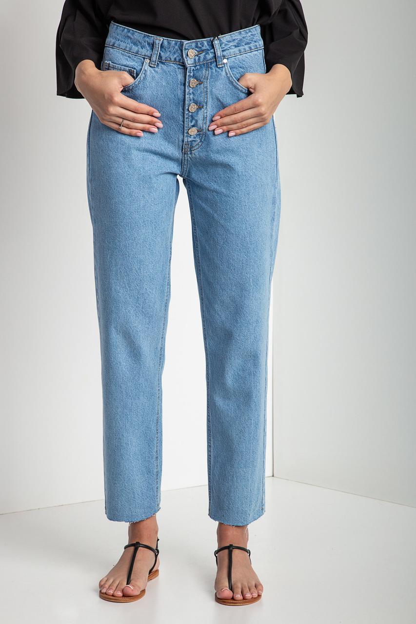 Прямые летние джинсы мом на пуговицах