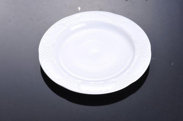 Тарелка фарфоровая круглая белая с узором диаметр 20 см.
